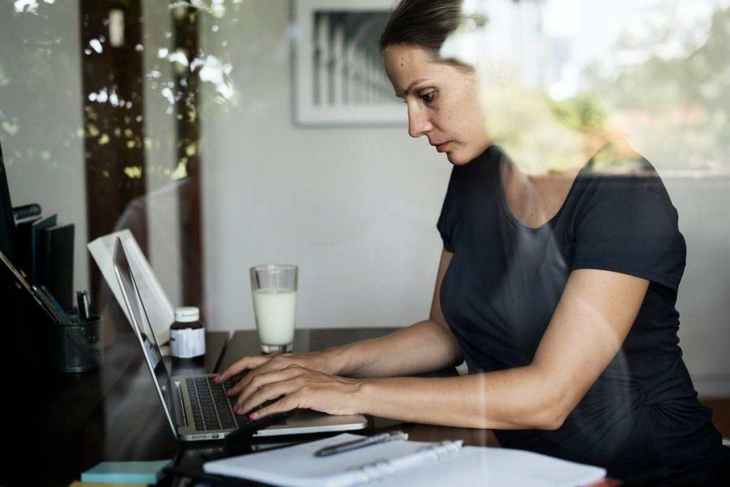 kvinde investering i obligationer